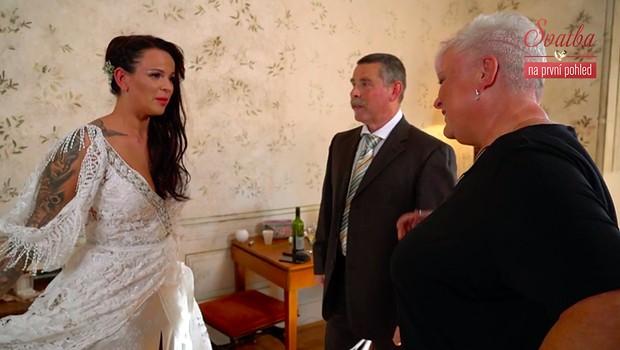 Blízcí práskali na novomanžele: Jaké kostlivce mají ve skříni?