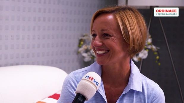 Jana Holcová natáčela s miminkem: Máme první záběry Hanákovic rodinky!