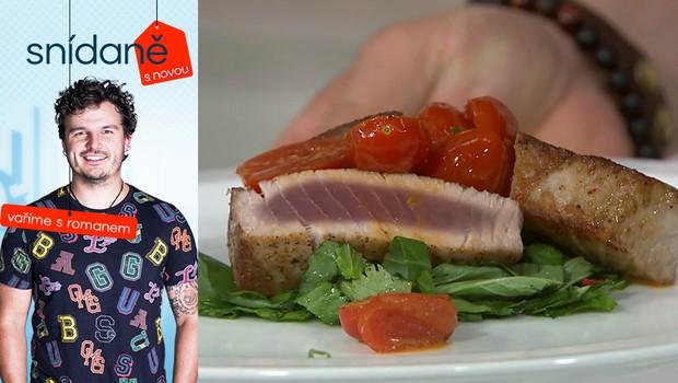 Vaříme s Romanem: Jak na tuňáka s pomerančovou omáčkou a bylinkovým salátem?