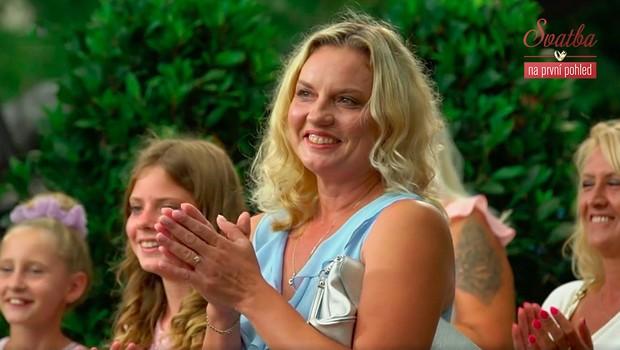 Reakce přátel a rodiny: Kamarádka nevěsty tvrdí, že jsou si novomanželé souzeni!